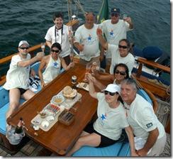 A tripulação brinda o fim da regata - Foto © Hélio Viana
