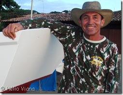 Johnny na popa de uma bateira - Foto © Hélio Viana