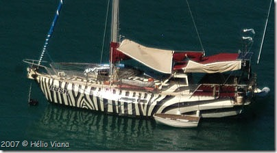 Barco esquisito em Antigua - Foto © Hélio Viana