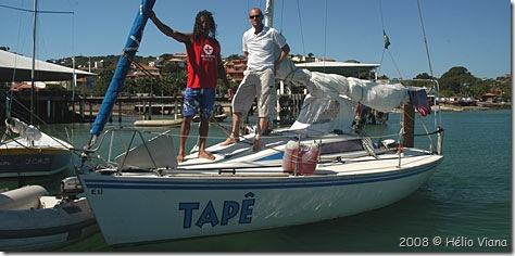 Val (de canisa vermelha) e Léo no Tapê - Foto © Hélio Viana