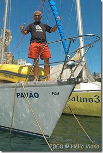 Ademir Pavão no veleiro Pavão - Foto © Hélio Viana