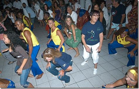 A turma se esbaldando no axé - Foto © Hélio Viana