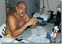 Henrique e sua roupa de trabalho - Foto © Hélio Viana