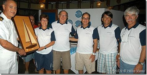 Tripuação do Travessia recebe o Delta Trophy - Foto © Hélio Viana