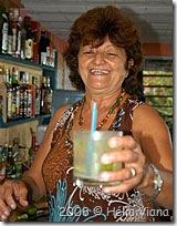 Laurinda com uma laurinda na mão - Foto © Hélio Viana