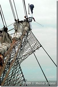 A flâmula é colocada com o navio parado - Foto © Hélio Viana