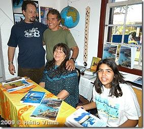 A máquina de vender livros Eneida com Marçal e Carol - Foto © Hélio Viana