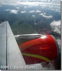 Sobrevoando Itaparica no avião da TAM - Foto © Hélio Viana