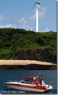 Cata vento visto do porto em Noronha - Foto © Hélio Viana