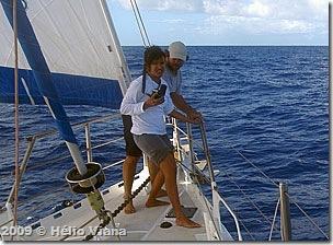 Lara e Paulo filmam durante a calmaria - Foto © Hélio Viana