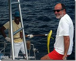 No focinho do Cabo Frio Luiz  garantiu o almoço - Foto © Hélio Viana