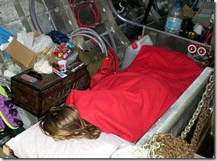 Marli na cama improvisada