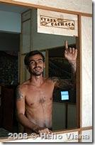 Fernando na porta do Cyber