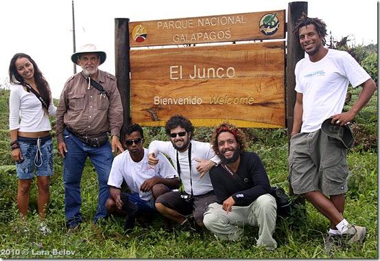 Aleixo e tripulação em Galápagos