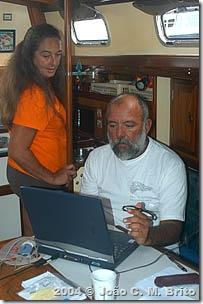 Hé lio e Mara na redação do MaraCatu Weblog
