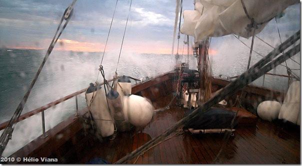 Ferrara contra as ondas depois do Cabo Frio