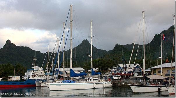 Fraternidade e as montanhas de Rarotonga