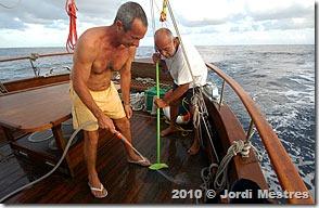 João Gaucho me ajudou na limpeza do convés