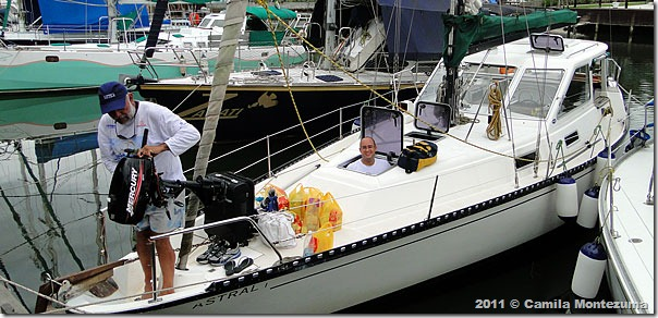 Abastecendo o veleiro Astral, da Agra Sail Charters