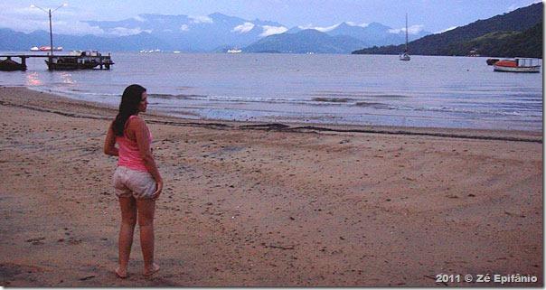Camila na Praia da Tapera depois do banho frio