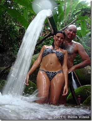 Camila e Zé no banho frio diário