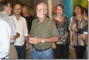 Tom e convidados no lançamento do livro